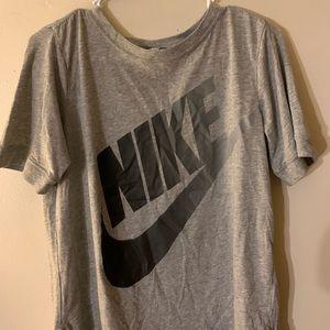 gray nike t-shirt with black logo